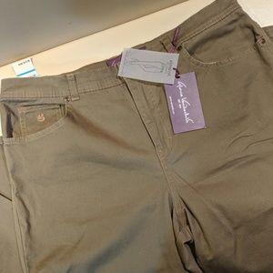 NEW Gloria Vanderbilt jeans size 16